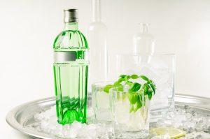 Ungewöhnlich aber gut: Gin, Basilikum, Zitrone auf Eis.